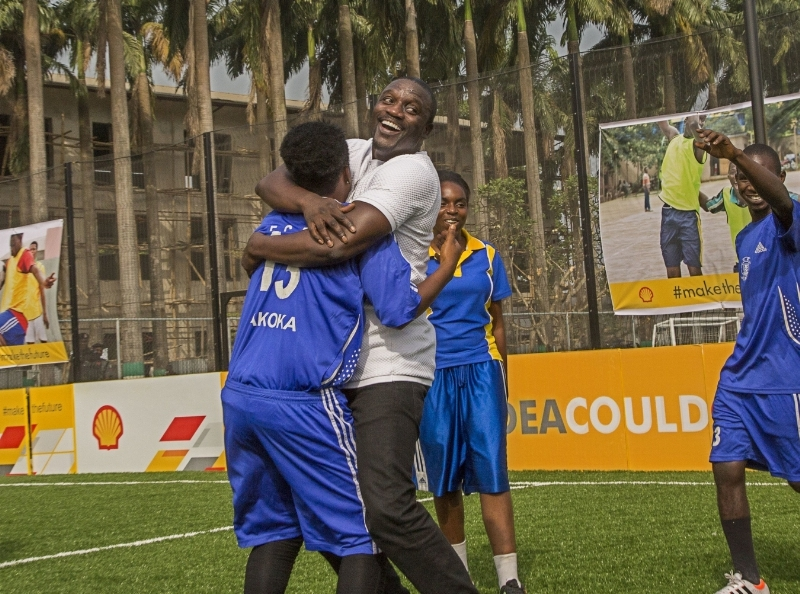 Shell and Akon unveil Africa's first player and solar powered football pitch in Lagos.