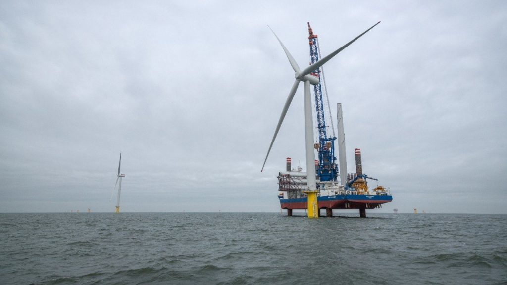 Sea Challenger from A2Sea installing turbines at Dudgeon Offshore Wind Farm. (Photo: Roar Lindefjeld/Woldcam - Statoil)