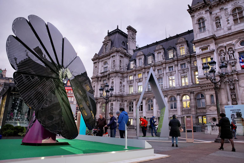 A SmartFlower device in Paris