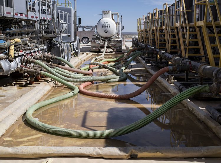 Hoses carry water to hydraulic fracking machinery at a Royal Dutch Shell Plc site near Mentone, Texas, U.S., on Thursday, March 2, 2017. Exxon Mobil Corp., Royal Dutch Shell and Chevron Corp., are jumping into American shale with gusto, planning to spend a combined $10 billion this year, up from next to nothing only a few years ago. Photographer: Matthew Busch/Bloomberg