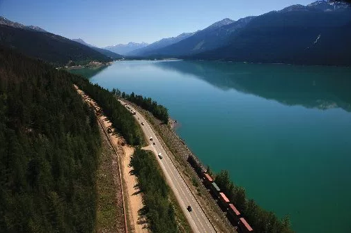 A section of highway between Edmonton and Vancouver