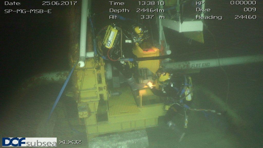 DOF divers wearing COBRA rebreather during dive