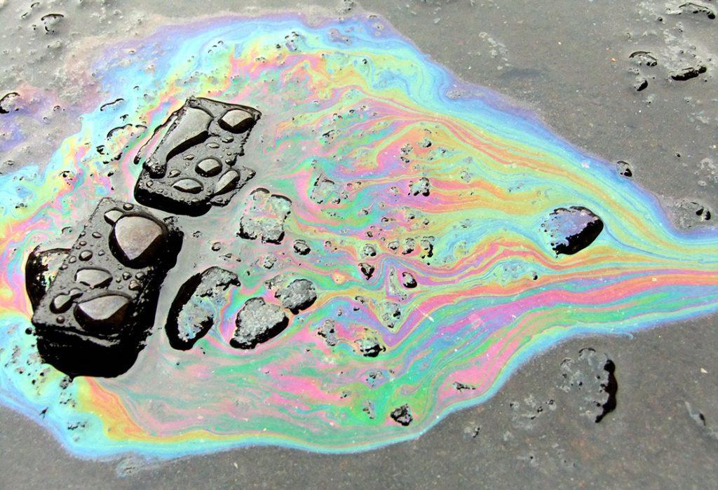 Oil spill face (Julie Gibbons)