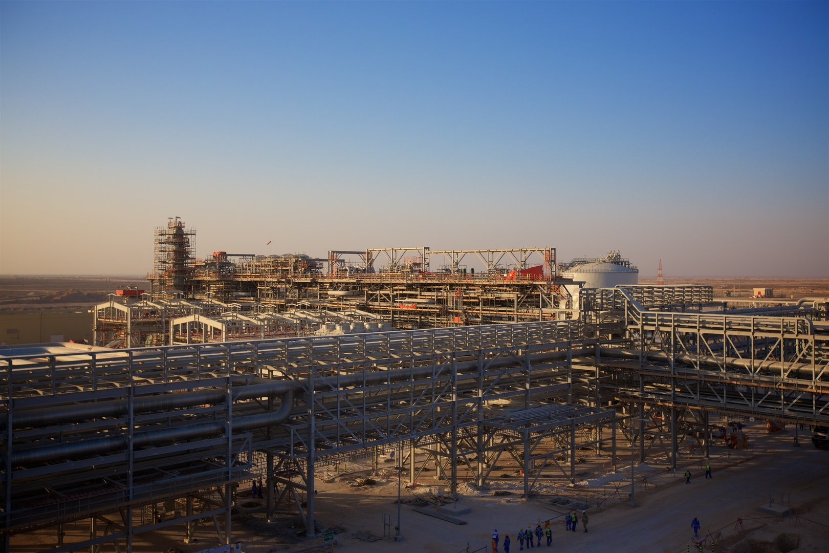 Infrastructure supporting the Khazzan oilfield development