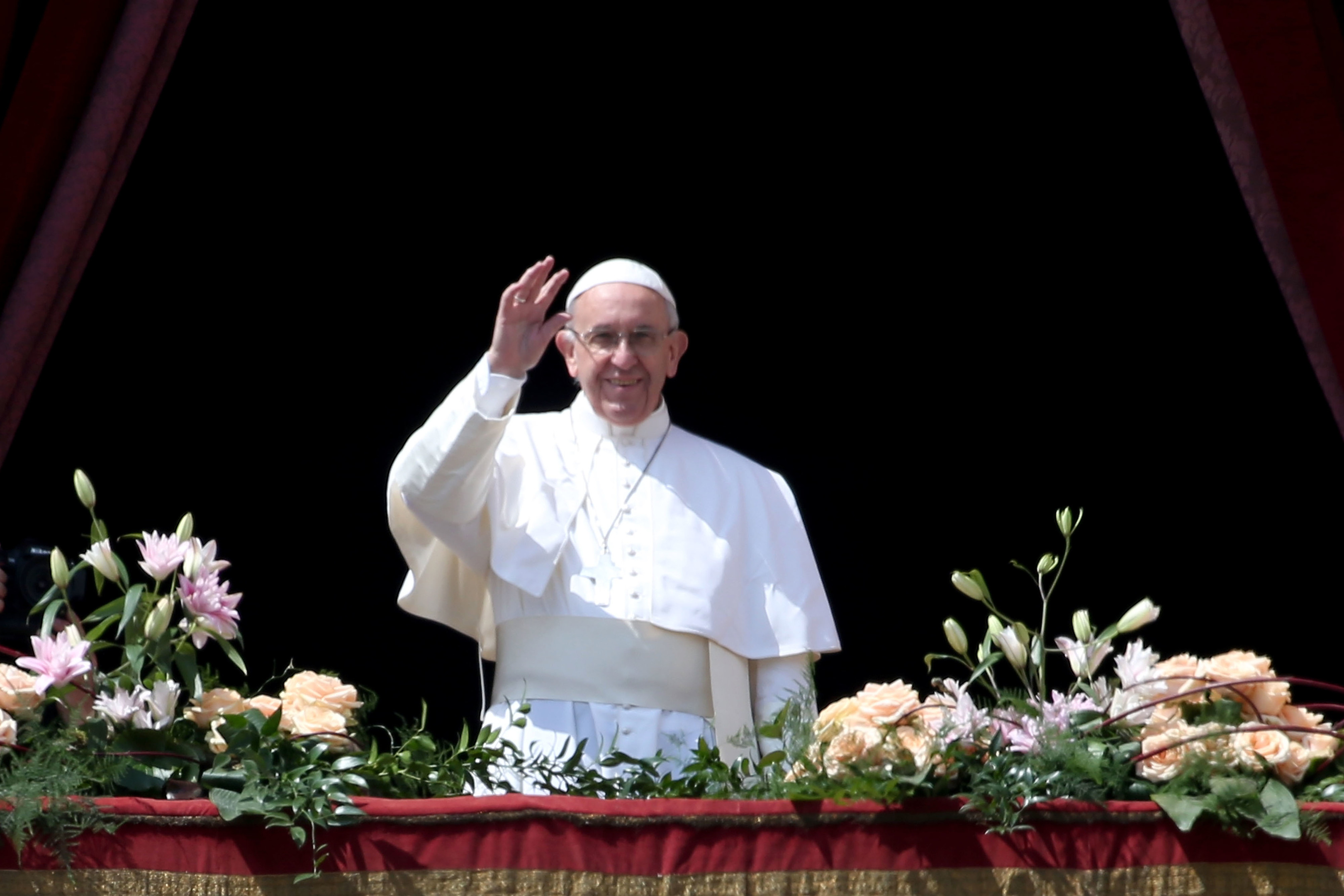VATICAN CITY, VATICAN - APRIL 16:  Pope Francis delivers his traditional 'Urbi et Orbi' Blessing - to the City of Rome, and to the World - from the central balcony overlooking St. Peter's Square on April 16, 2017 in Vatican City, Vatican. Pope Francis is due to visit Cairo on April 28 and April 29 at the invitation of Coptic Orthodox Pope Tawadros II.  (Photo by Franco Origlia/Getty Images)