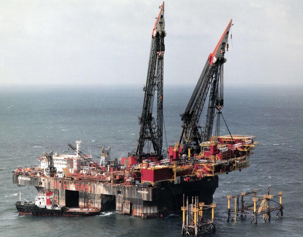 The Hermod crane ship.