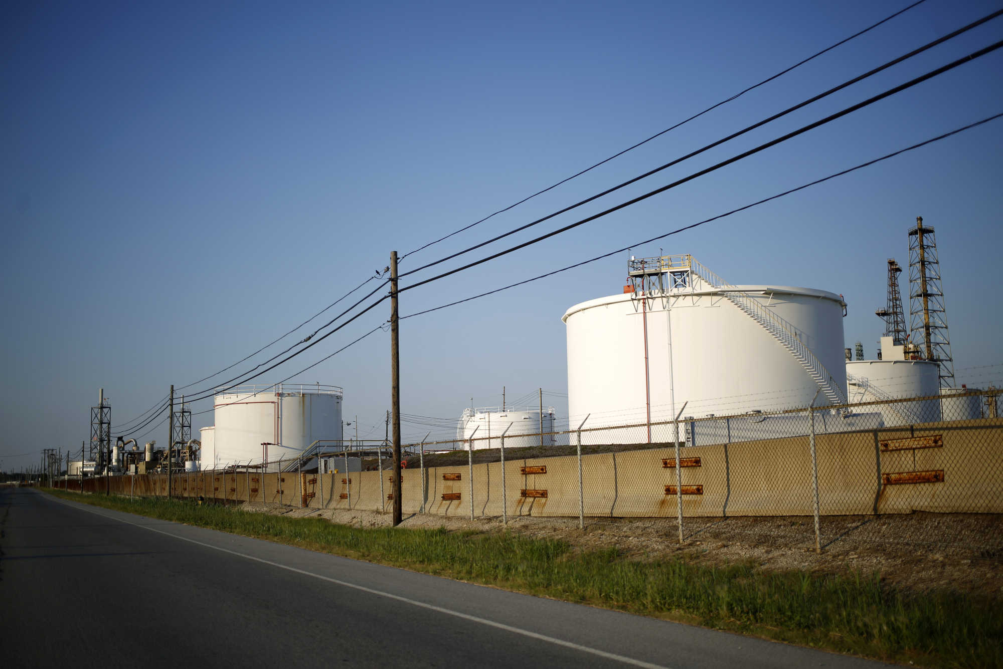 "Oil storage tanks stand at the BP-Husky Toledo Refinery in Oregon, Ohio, U.S., on Monday, June 12, 2017. Global natural gas production stagnated last year as lower prices damped U.S. output for the first time since the shale boom started. Gas production was ""adversely affected by low prices, growing by only 0.3 percent,"" BP Plc said in its annual Statistical Review. Photographer: Luke Sharrett/Bloomberg"