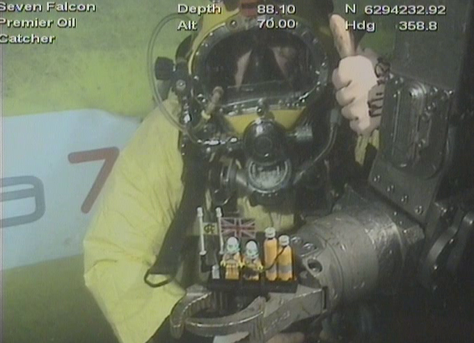 Seven Falcon delivers Lego divers to the bottom of the North Sea.