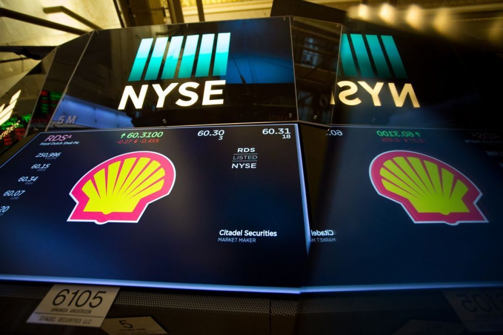 A monitor displays Royal Dutch Shell Plc signage on the floor of the New York Stock Exchange (NYSE) in New York, U.S., on Monday, Oct. 2, 2017. Photographer: Michael Nagle/Bloomberg