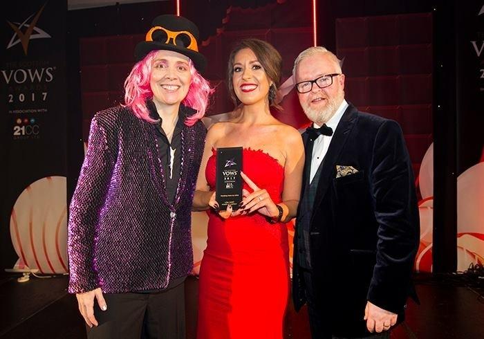 Lisa Hart with presenter Karen Dunbar at the VOWS Awards.