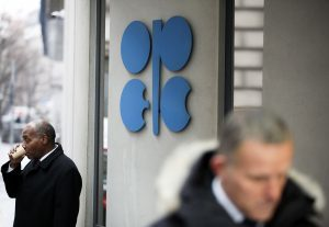 OPEC+ poker game on Monday: Russia holds better cards than Saudi Arabia