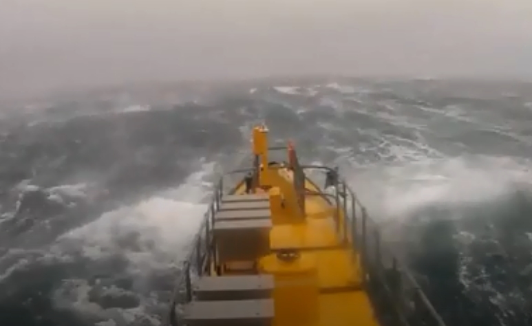 Scotrenewables SR2000 meets heavy seas.