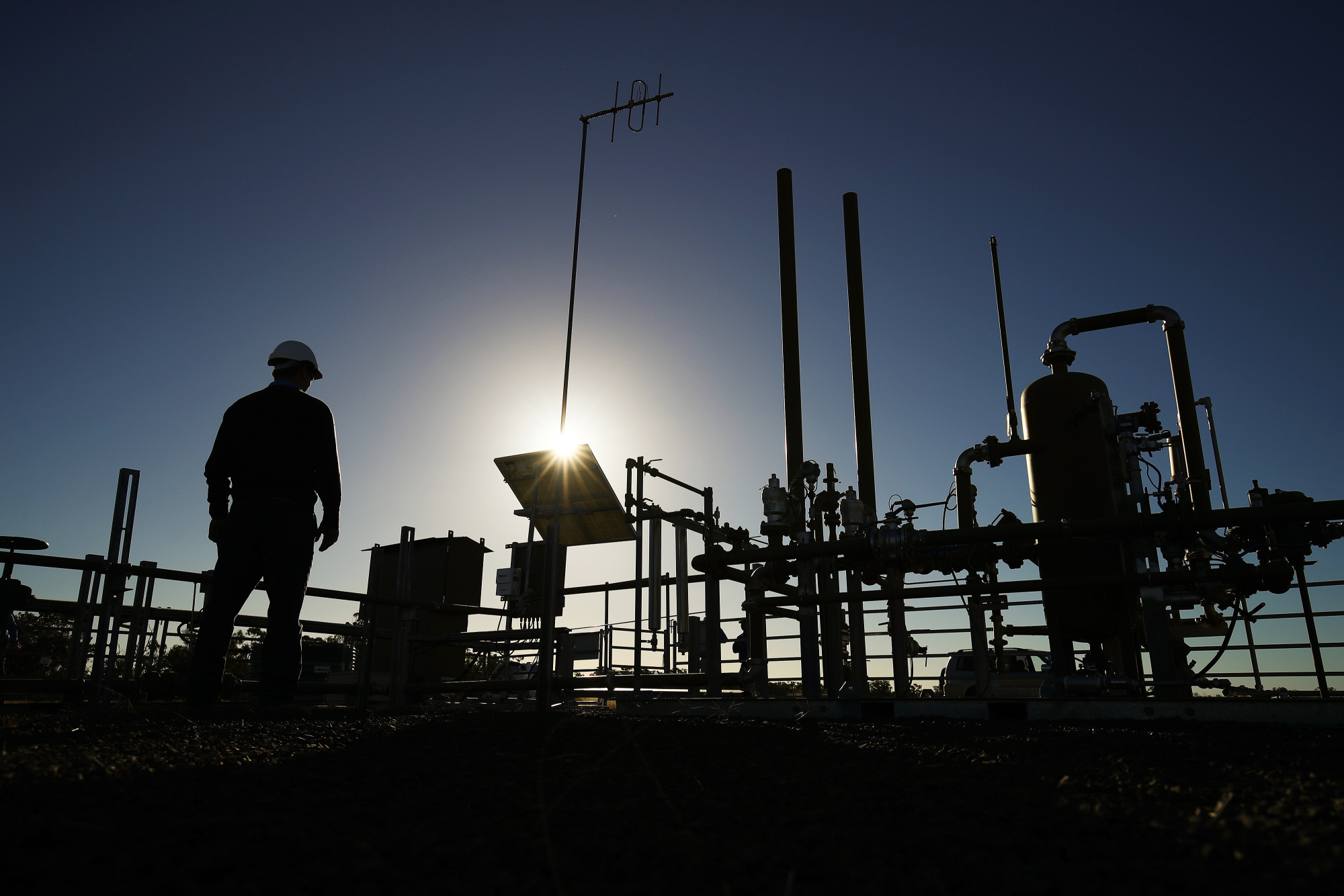 A Santos Ltd. pilot well operates on a farm property in Narrabri, Australia, on Thursday, May 25, 2017. A decade after the shale revolution transformed the U.S. energy landscape, Australia — poised to overtake Qatar as the world's biggest exporter of liquefied natural gas — is experiencing its own quandary over natural gas. Photographer: Brendon Thorne/Bloomberg