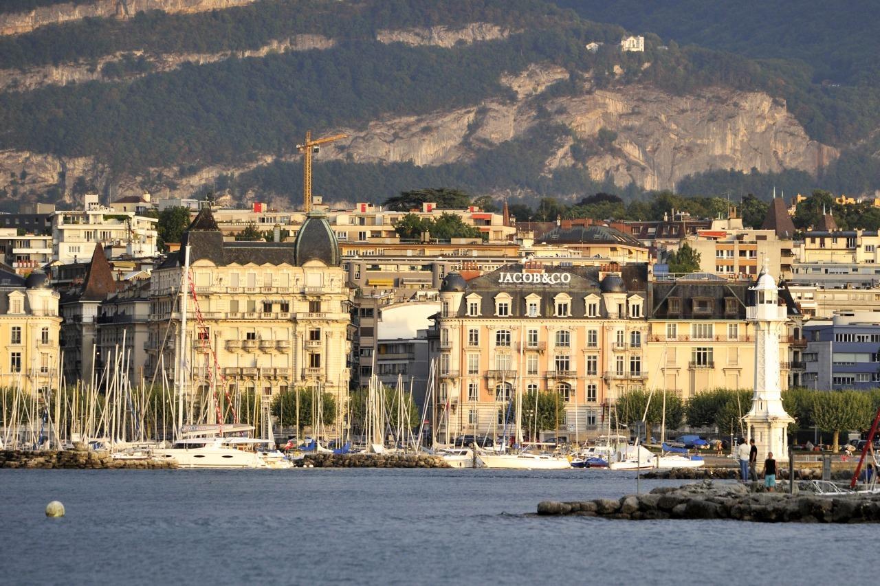Traditional Swiss residential apartment blocks sit on the bank overlooking Lake Geneva in Geneva, Switzerland. Photographer:Harold Cunningham/Bloomberg