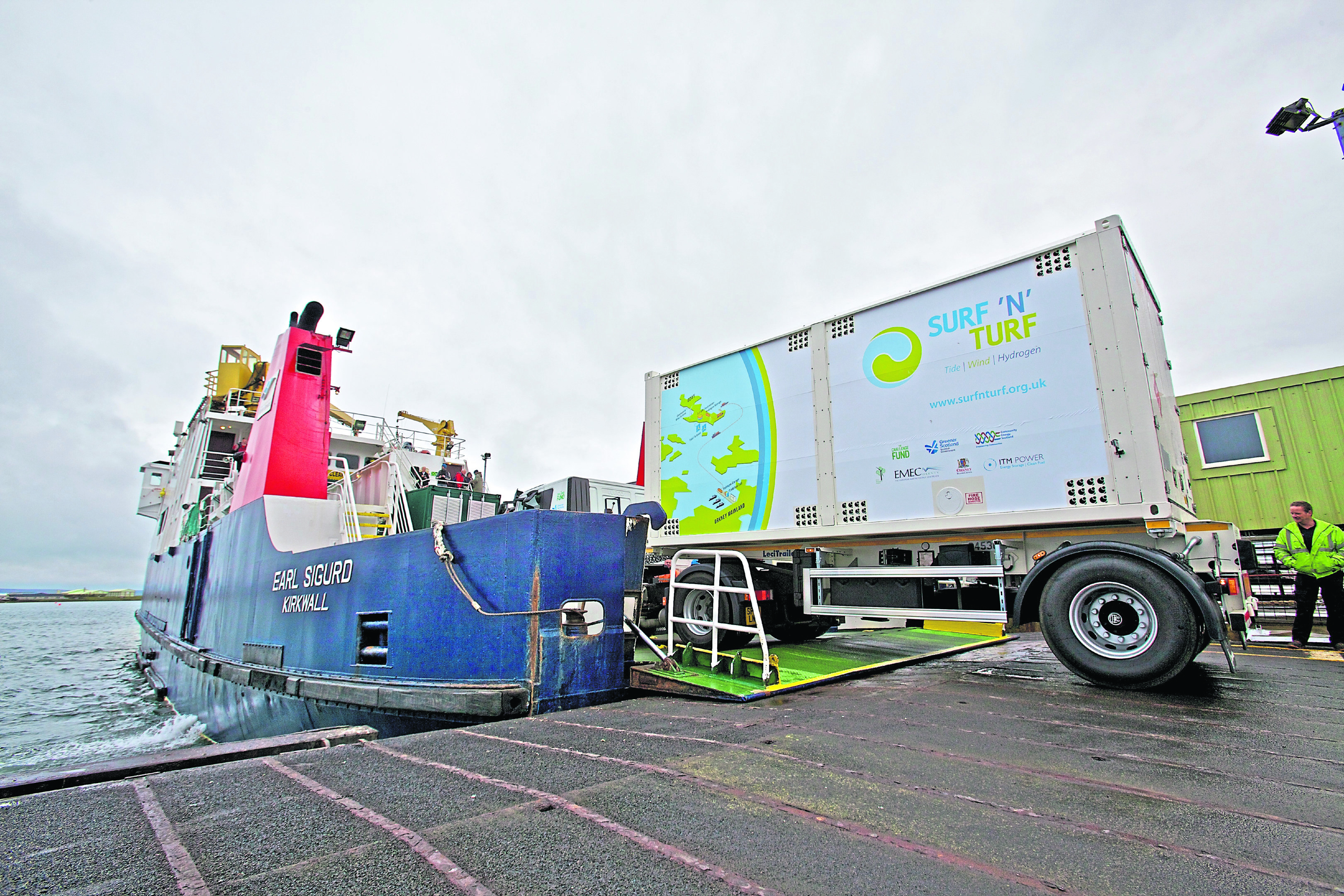 The Surf N' Turf hydrogen project in Orkney: The Surf N' Turf moile storage unit goes onto an Eday boat