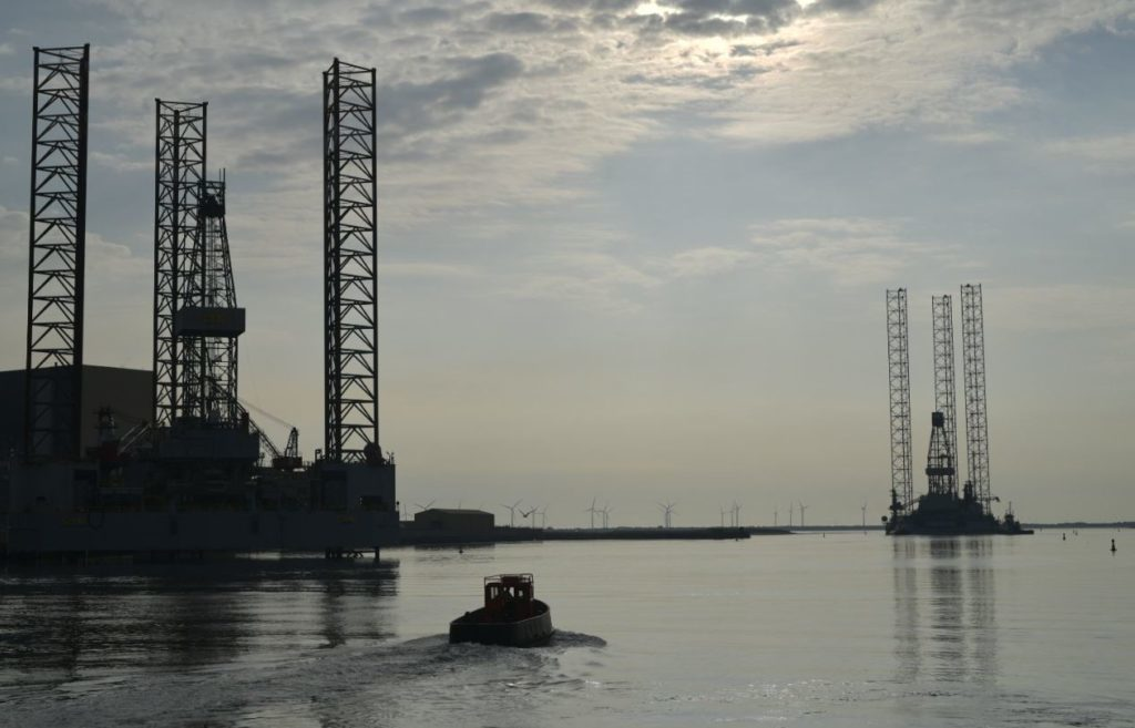 Cairn Energy's Ensco 101 rig leaves Hartlepool. Pic courtesy of Matthew Lloyd.