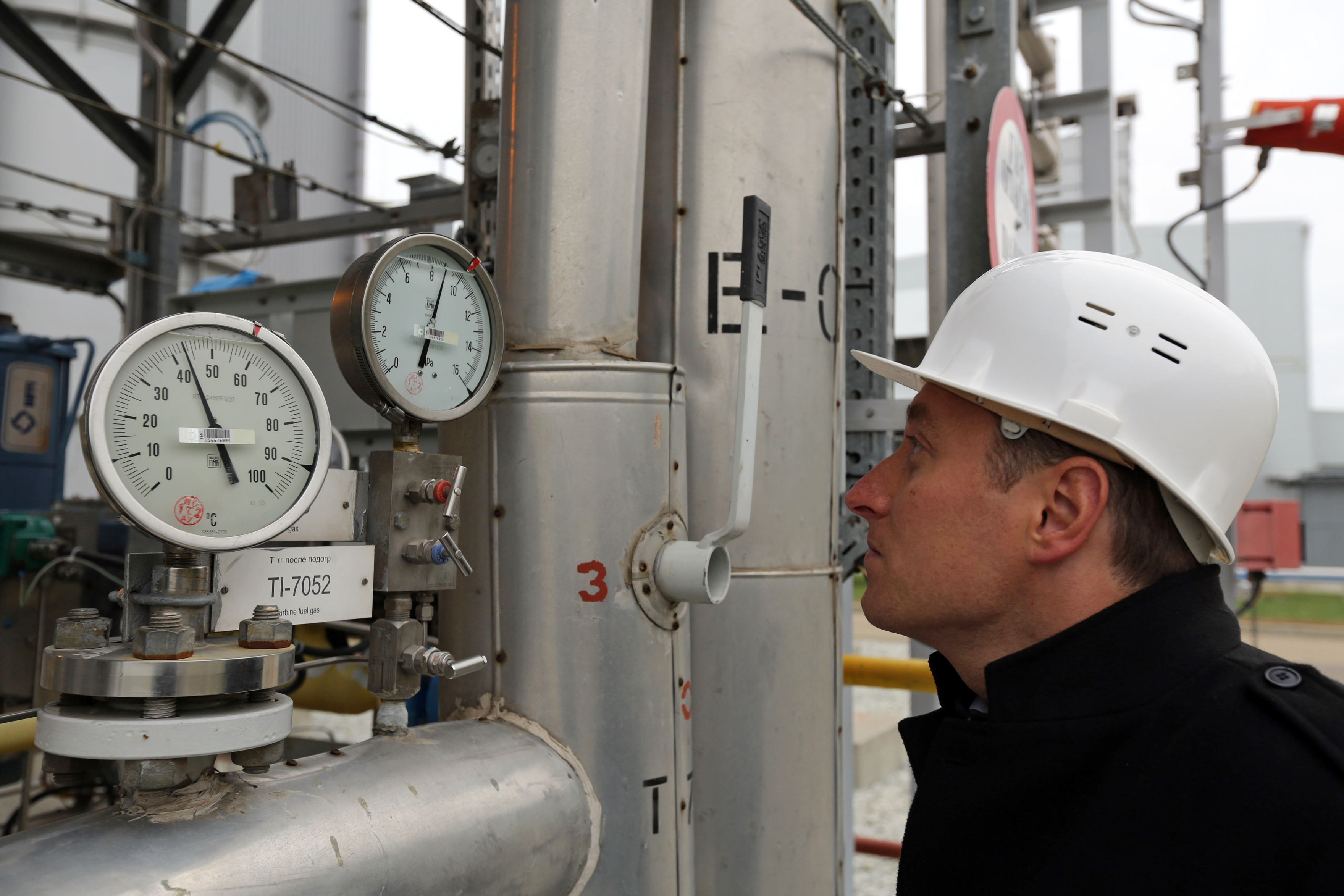An employee checks gauges at the Beregovaya compressor station, part of the Blue Stream gas pipeline, a joint venture between OAO Gazprom and Eni SpA, in Gelendzhik, Russia. Photographer: Andrey Rudakov/Bloomberg