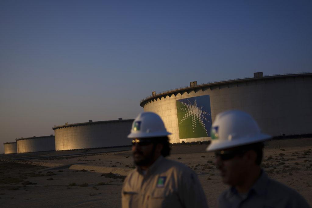 Crude oil storage tanks stand in the Juaymah tank farm at Saudi Aramco's Ras Tanura oil refinery and terminal at Ras Tanura, Saudi Arabia, on Monday, Oct. 1, 2018.  Photographer: Simon Dawson/Bloomberg