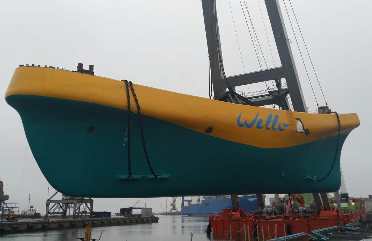 Wello Penguin WEC2 being lifted into the sea in Tallinn Estonia (Credit Wello).