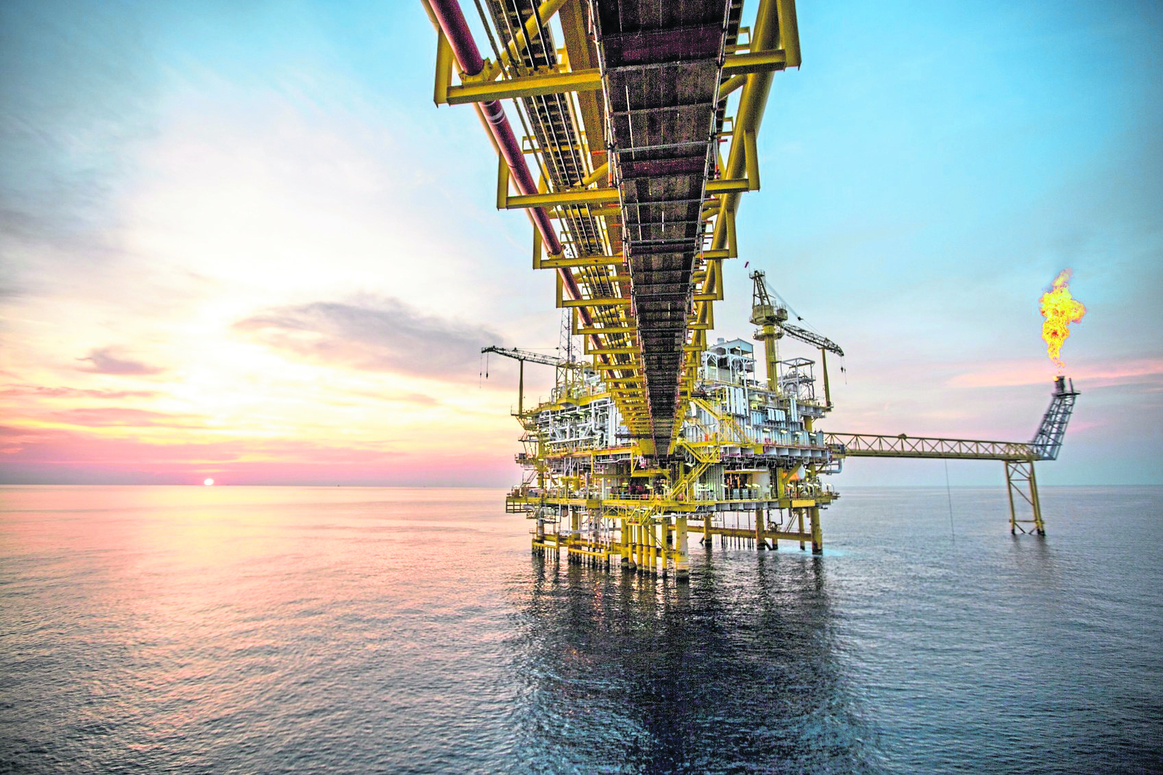 Offshore platform for the production of oil and gas