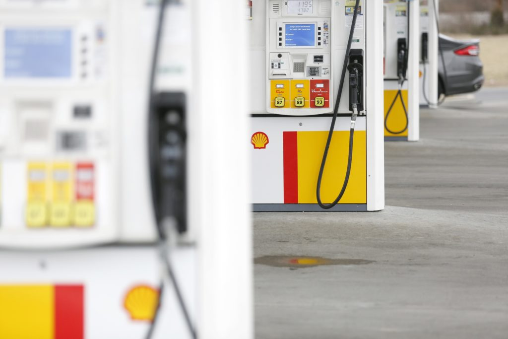 Fuel pumps stand at a Royal Dutch Shell Plc gas station in Jeffersonville, Indiana, U.S., on Monday, Jan. 28, 2019.  Photographer: Luke Sharrett/Bloomberg