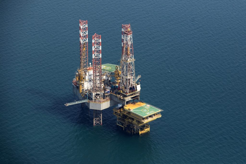 An offshore drilling platform stands in shallow waters at the Manifa offshore oilfield, operated by Saudi Aramco, in Manifa, Saudi Arabia, on Wednesday, Oct. 3, 2018. Saudi Aramco aims to become a global refiner and chemical maker, seeking to profit from parts of the oil industry where demand is growing the fastest while also underpinning the kingdom's economic diversification. Photographer: Simon Dawson/Bloomberg