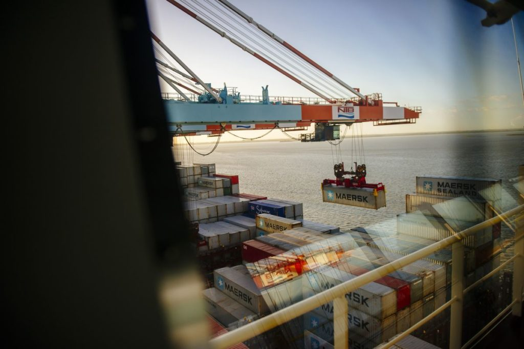 Shipping containers are unloaded from the deck of the Maersk Mc-Kinney Moeller Triple-E Class container ship, operated by A.P. Moeller-Maersk A/S, in the Port of Bremerhaven in Bremerhaven, Germany. Photographer: Kristian Helgesen/Bloomberg