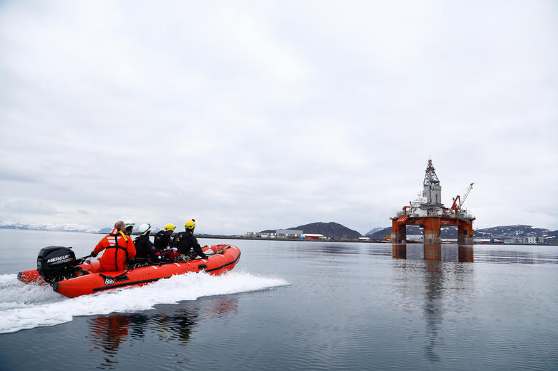 Greenpeace Norway protesters climbed onto the West Hercules this morning.