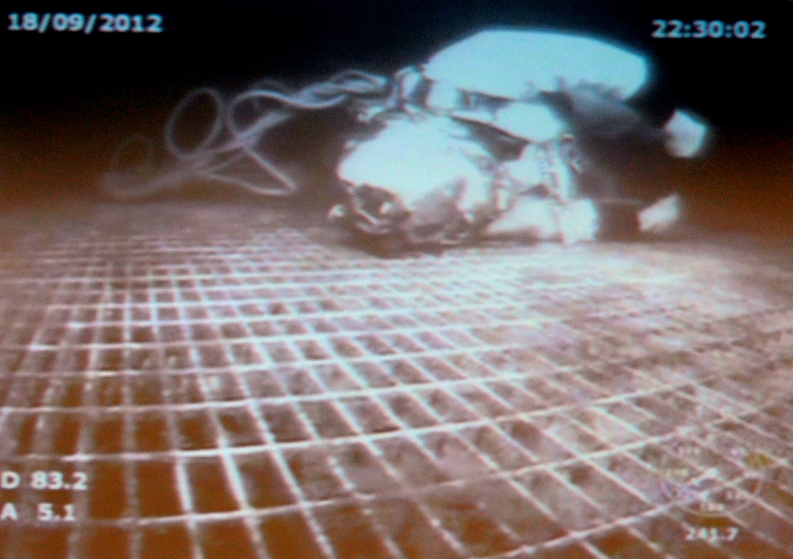Saturation diver Chris Lemons was stranded on a manifold on the seabed for 40 mins when his lifeline snapped.