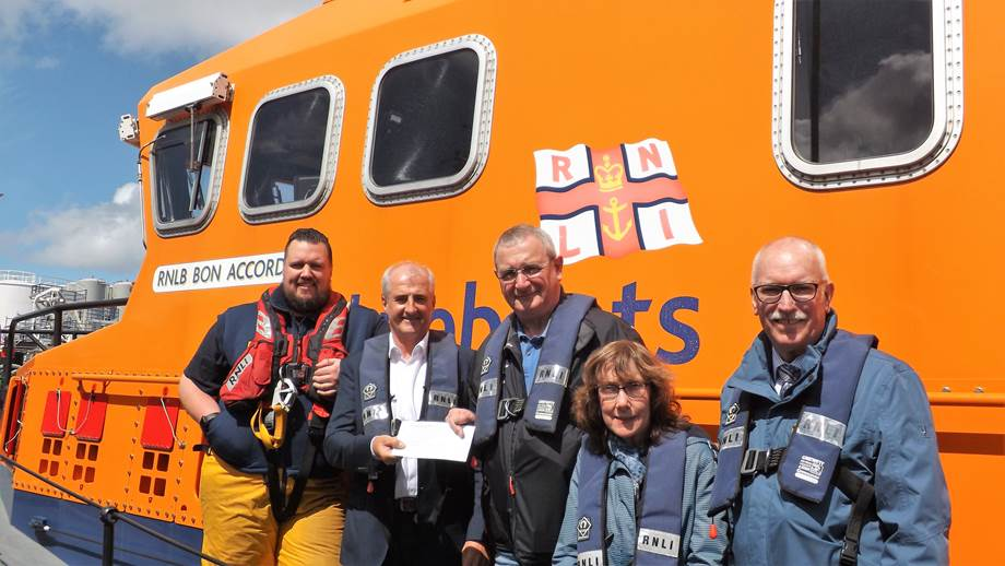 Gary Holman (centre left), vice chair of the International Association of Drilling Contractors (IADC) North Sea Chapter presents the £6,500 donation to Bill Deans MBE, Aberdeen lifeboat operations manager (centre right), with Aberdeen Lifeboat 2nd coxswain/mechanic Cal Reed (left), IADC administrator Edith McLeod and IADC North Sea director Derek Hart (right) looking on.