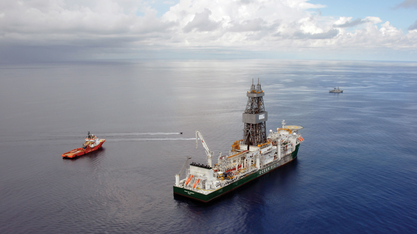 A drilling rig with a support vessel