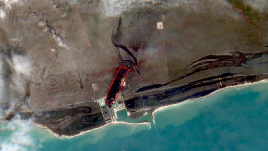 Satellite image after the impact of Hurricane Dorian on the South Riding Point oil terminal at Grand Bahama Island. The red outline denotes the plume area of the oil spill, ca. 0.5 sq km, and ca. 1.3 km in length. (Photo: ESA Sentinel-2 satellite)