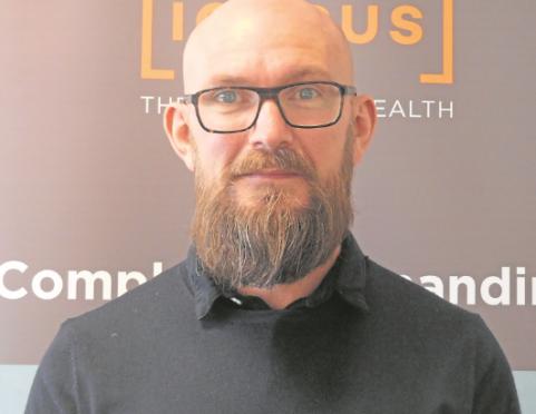 Dr David Leiper