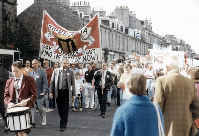 """Protests in 1989, a year after Piper Alpha, urging the government to """"bring the men up now"""". Thirty bodies were never recovered from the North Sea following the tragedy which claimed the lives of 167 people."""