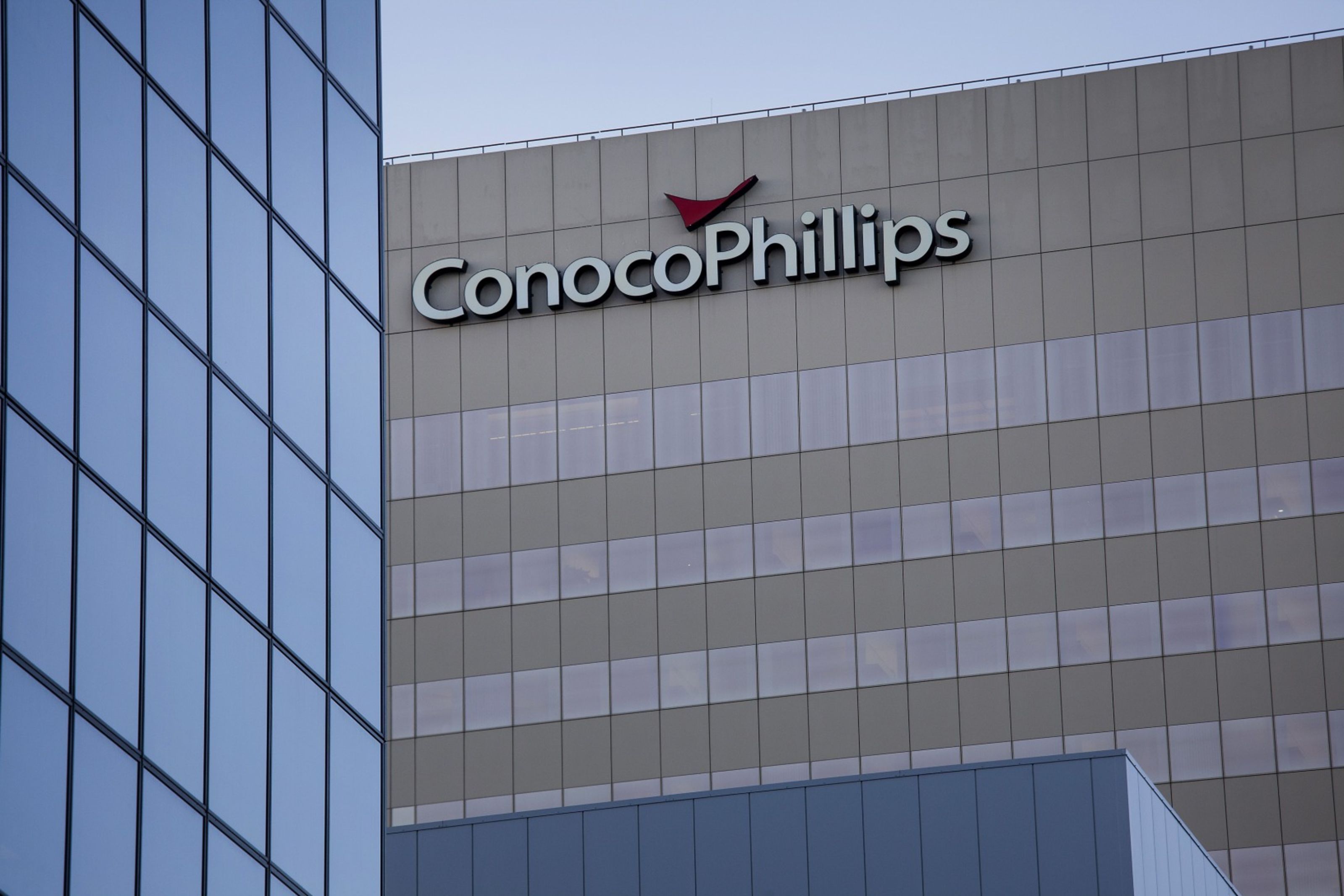 ConocoPhillips cut debt