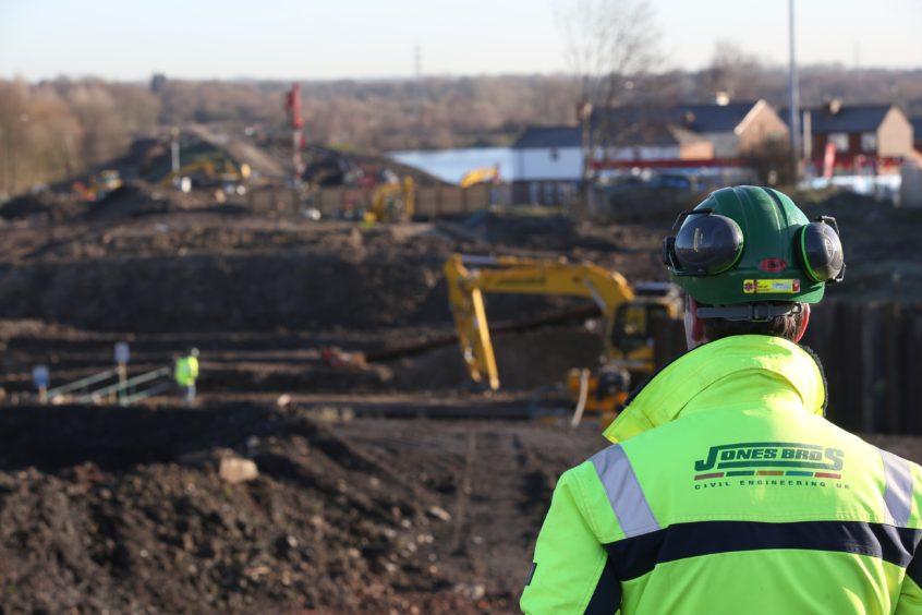 Jones Bros construction will undertake onshore cabling work.