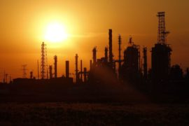 Oil edges lower as US gasoline stockpiles forecast to increase