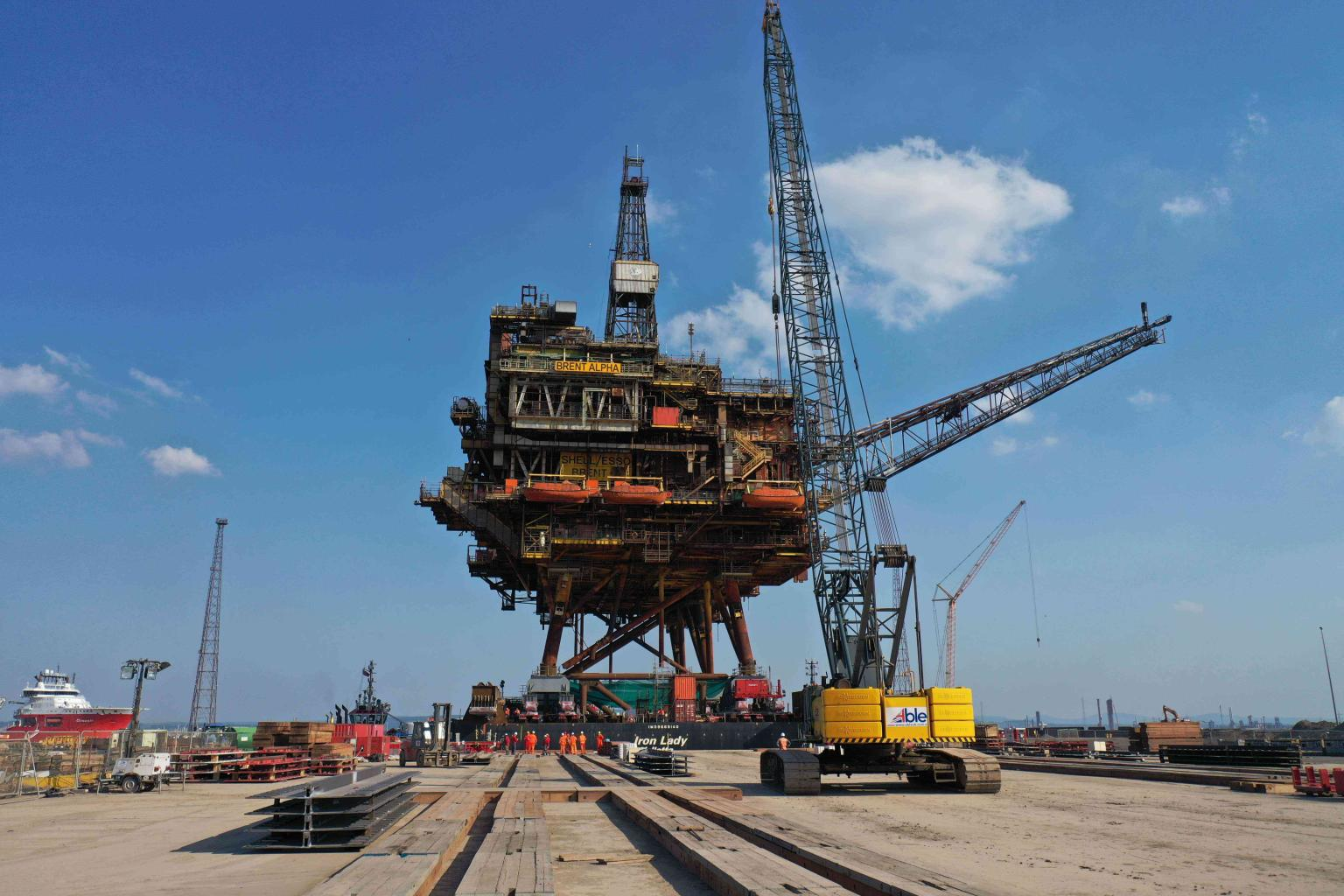 Brent Alpha arrives at Able UK Seaton for dismantling