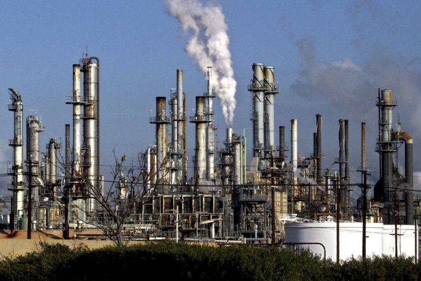 A ConocoPhillips refinery stands in Wilmington, California, U.S. Photographer:Jonathan Alcorn/Bloomberg