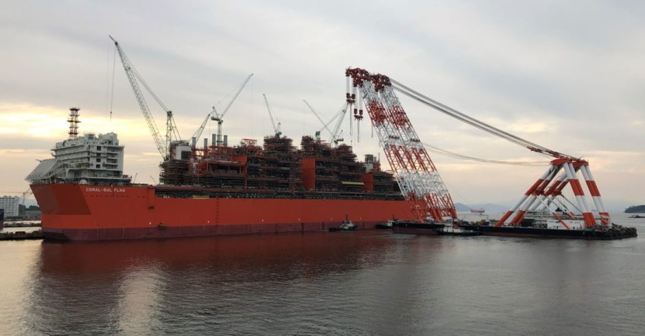 Eni has installed the last topside module at its Coral Sul FLNG facility, at a South Korean shipyard, keeping it on course for production in 2022.
