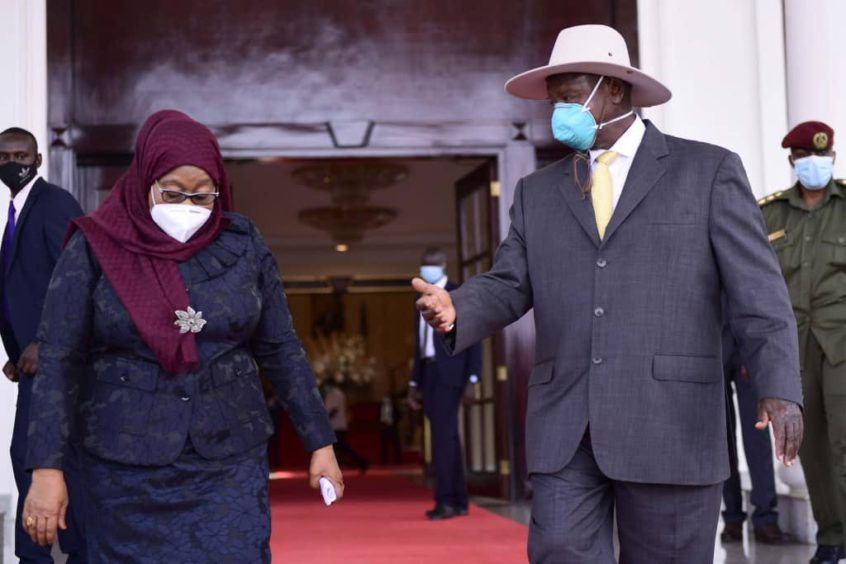 President Hassan in a headscarf on the left with President Museveni on the right in a mask