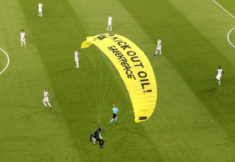 Greenpeace Euros stunt