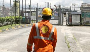 Shell's emissions to rise on LNG focus, report claims