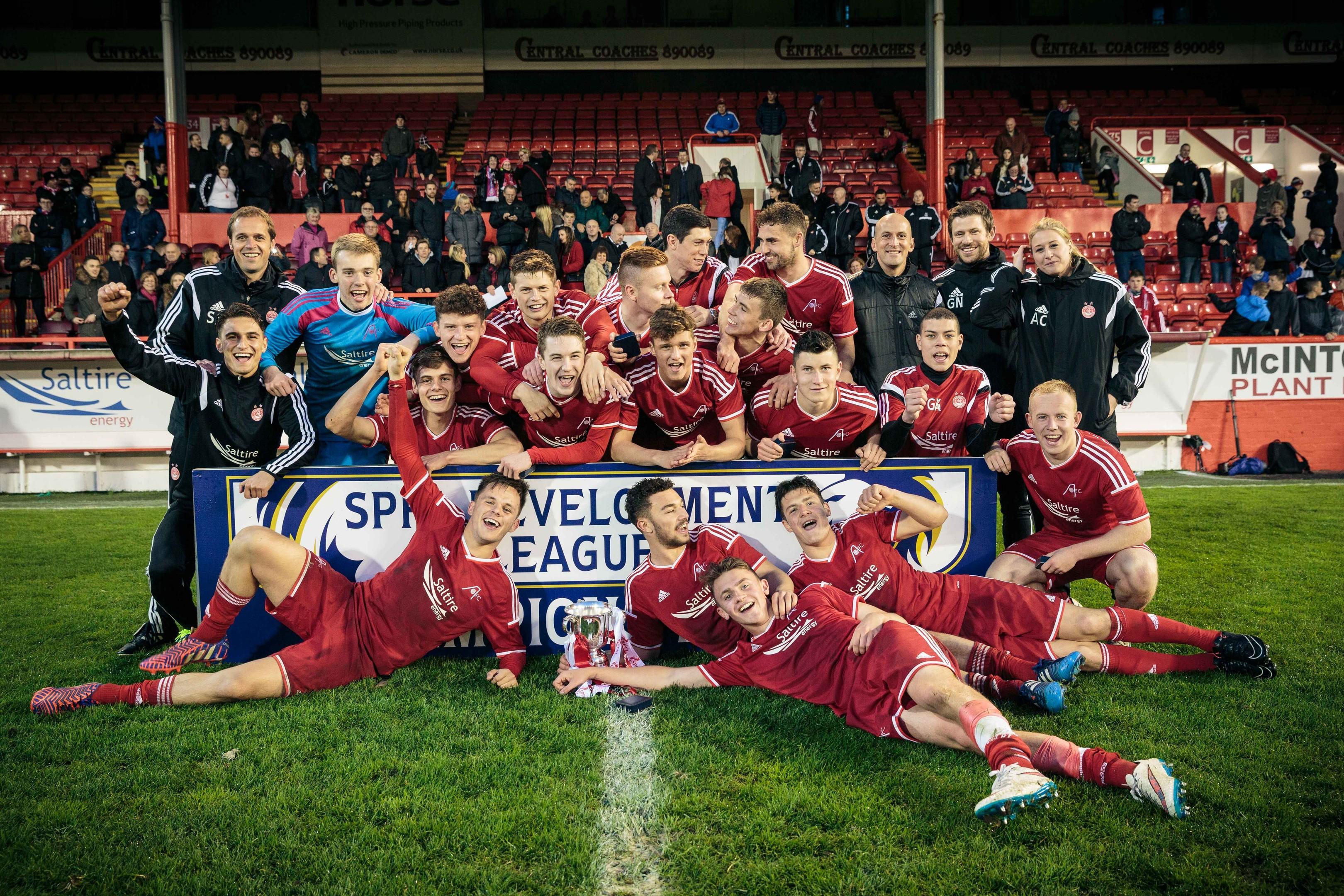 Aberdeen U20s celebrate after winning the SPFL Development League in 2015.