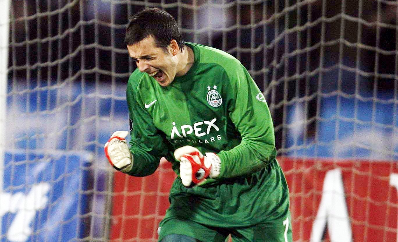 Aberdeen keeper Jamie Langfield celebrates at the final whistle in Ukraine in 2007.