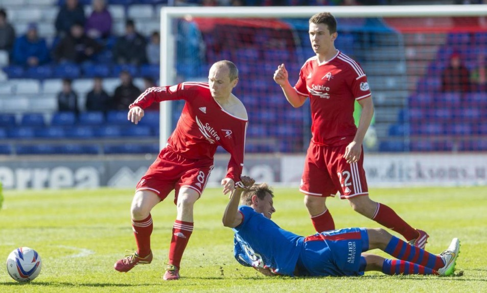 ICT's Danny Williams (right) challenges Aberdeen's Willo Flood