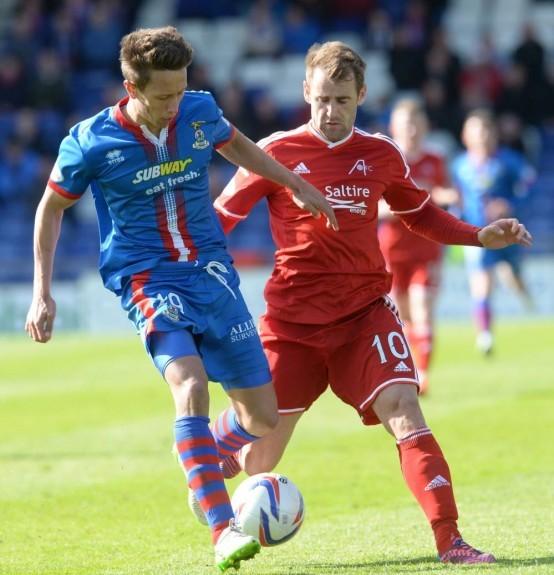 ICT's Danny Williams (left) battles for the ball against Aberdeen's Niall McGinn