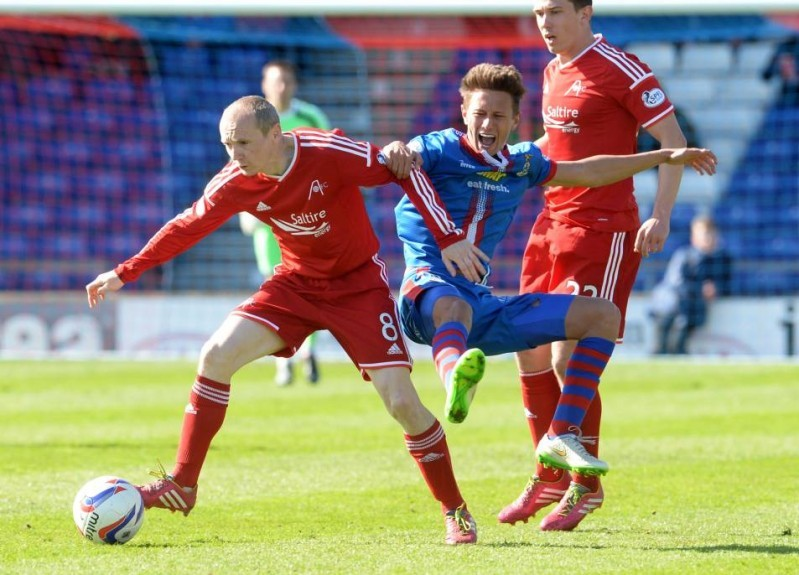 ICT's Danny Williams (right) battles for the ball against Aberdeen's Willo Flood