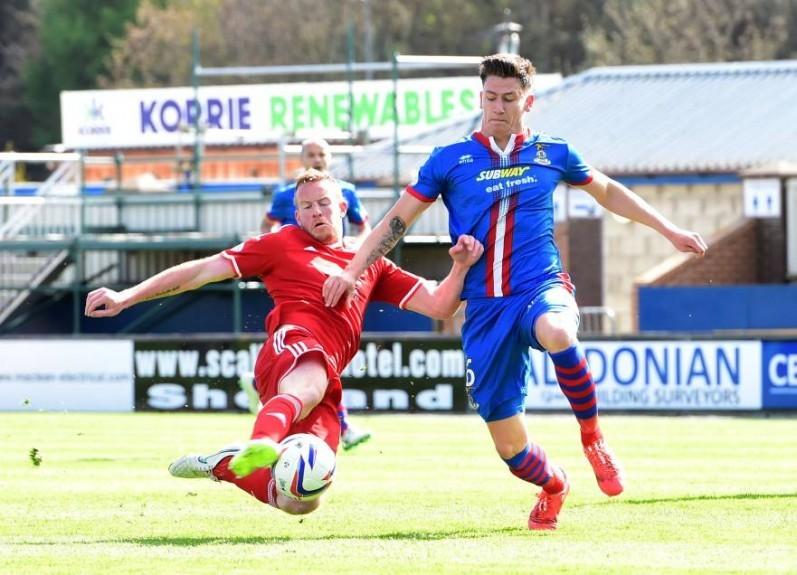 Aberdeen's Adam Rooney (left) battles with ICT's Josh Meekings