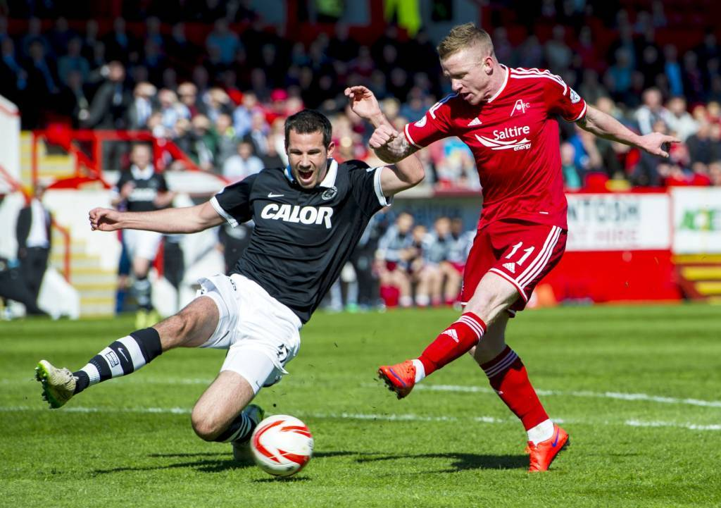 Dundee United's Ryan McGowan (left) slides in on Johnny Hayes